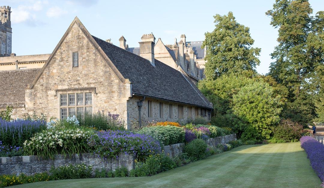 english-garden-photo